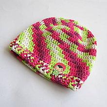 Detské čiapky - Háčkovaná farebná čiapočka s dievčatkom - 8021692_