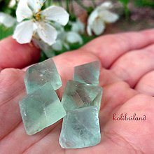 Minerály - Zelený fluorit_prírodný oktaéder_veľkosť S - 8023303_