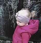 Detské čiapky - Detská háčkovaná čelenka s gombíkom - 8028330_