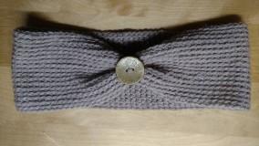 Detské čiapky - Detská háčkovaná čelenka s gombíkom - 8028332_