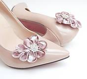 Obuv - Staroružové kvetinkové klipy na topánky do štrasom - 8024352_