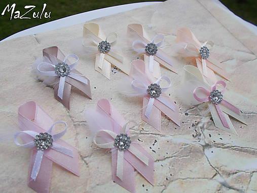 svadobné pierka v nežnej pastelovej