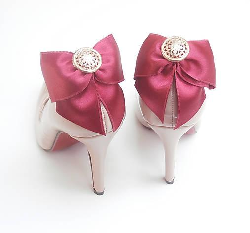 ade837e236 Klipy na topánky - bordové mašle so zlatým gombíkom   Safron - SAShE ...