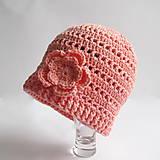 Detské čiapky - Marhuľová háčkovaná čiapočka s kvetom - 8034085_