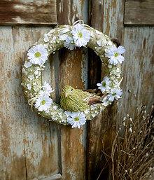 Dekorácie - Jarný veniec s vtáčikom - 8039615_
