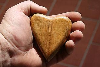 Pomôcky - srdce do dlane-orech - 8041110_