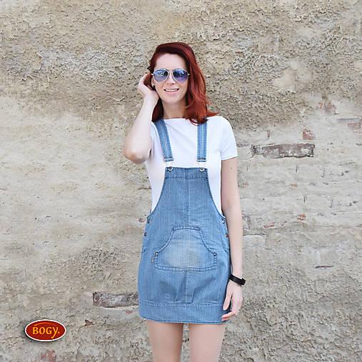 Šaty - elastická riflová šatovka s klokaní kapsou,záhyby (velikost 42) - 8040524_