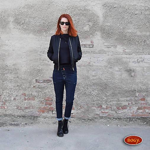Nohavice - tmavěmodré džíny se šikmým puntem na knoflíky 36,38 - 8043382_