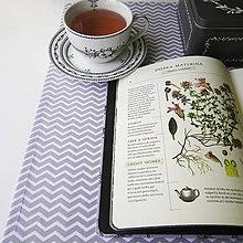 Úžitkový textil - bavlnený stredový obrus 150 x 40 cm, sivý cikcak - 8042038_