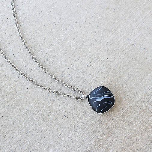 """Oceľový náhrdelník """"Čierny mramor"""""""