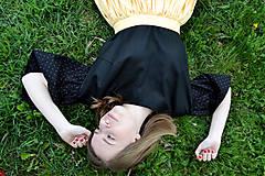 Topy - Čierny top s bodkovanými volánovými rukávmi  - 8041723_