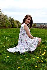 Šaty - Biele vzorované áčkové šaty s volánikom - 8043583_