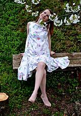 Šaty - Biele vzorované áčkové šaty s volánikom - 8043590_