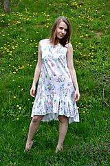 Šaty - Biele vzorované áčkové šaty s volánikom - 8043591_