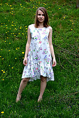 Šaty - Biele vzorované áčkové šaty s volánikom - 8043592_