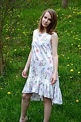 Šaty - Biele vzorované áčkové šaty s volánikom - 8043593_