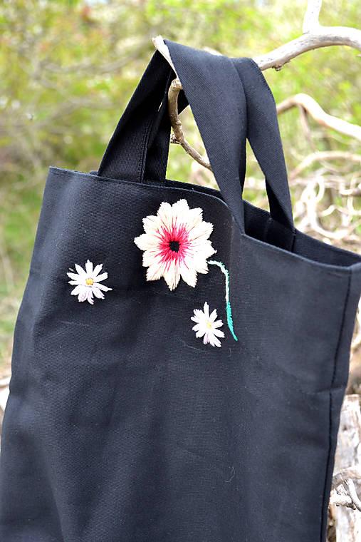 Čierna vyšívaná nákupná taška