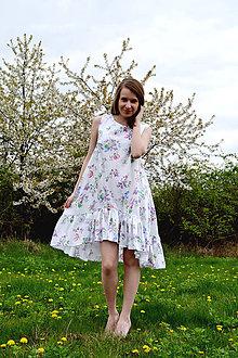 Šaty - Biele vzorované áčkové šaty s volánikom - 8043586_