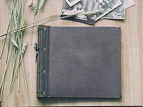 Papiernictvo - Fotoalbum klasický s papierovým obalom so štruktúrou dreva (tmavý) - 8049011_