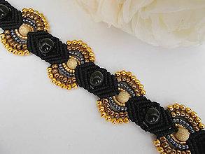 Náramky - Čierno-zlatý elegantný makramé náramok - 8050266_
