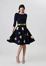 - Šaty s kvetovou sukňou - 8054313_