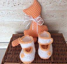 Topánočky - pletené papučky s prackou (marhuľové) - 8063130_