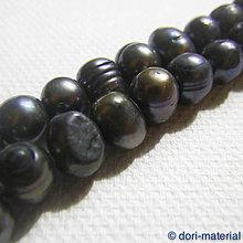 Minerály - tmavosivé riečne perly, 5 x 7 mm - 8068802_