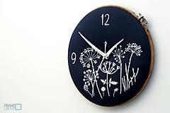 - Lúčny sen - dark blue, ručne vyšívané nástenné hodiny - 8070245_