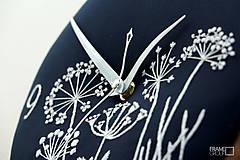 Hodiny - Lúčny sen - dark blue, ručne vyšívané nástenné hodiny - 8070246_