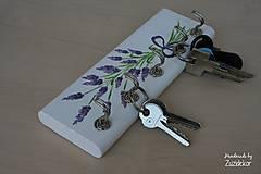Nábytok - Vešiak na kľúče levanduľa - 8071160_
