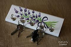 Nábytok - Vešiak na kľúče levanduľa - 8071165_