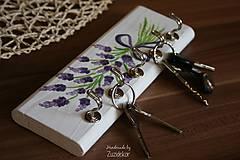Nábytok - Vešiak na kľúče levanduľa - 8071168_