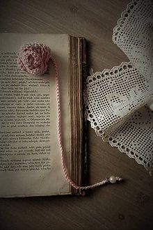 Papiernictvo - Háčkovaná záložka do knihy-nežná ruža - 8070223_