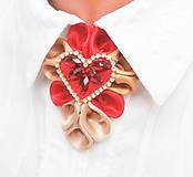 Náhrdelníky - Elegancia a la Chanel - červeno-zlatý náhrdelník so štrasovým srdcom s kamienkami - 8070137_