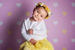 - Veselý žltý kvetinový venček - 8071969_