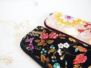 Na notebook - Obal na mobil malý- kvety na čiernej - 8074123_