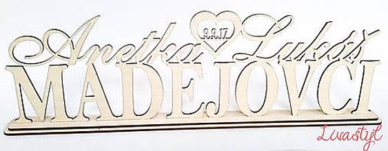 Dekorácie - Drevené priezvisko s dátumom svadby - 8077312_