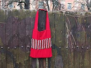 Nákupné tašky - červená taška s háčkovaným pruhem - 8075835_