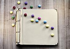 Fotoalbum klasický papierový obal so štruktúrou plátna (béžový) s pastelovými zelenými a fialovými stranami