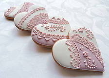 Svadobné srdiečka s ružovým ornamentom