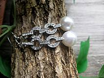 Náušnice - Visiace štrasové náušnice s bielou perlou č.883 - 8083825_