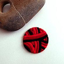 Náhrdelníky - Mozaikový prívesok (rudé klbko) - 8085126_