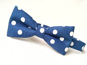 Doplnky - Navy blue bow tie with white polka dots - 8089440_