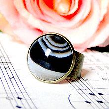Prstene - Black-White Agate Classic Ring / Prsteň s čieno-bielym achátom v bronzovom prevedení - 8092007_