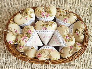 Darčeky pre svadobčanov - Svadobné srdiečka s výšivkou - 8089330_