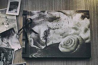 Papiernictvo - Fotoalbum klasický s autorskou ilustráciou ,,Ulita,, - 8093355_