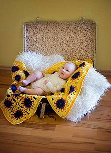 Textil - Žlto-fialová háčkovaná štvorčeková deka - 8095335_