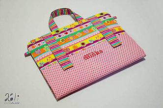 Detské tašky - Dievčenský maxikufrík - organizér do auta motýlikový s vyšitým menom - 8099671_