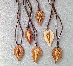 Iné šperky - Dřevěný přívěsek. - 8099749_