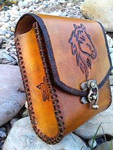 Iné tašky - Kožená kapsička na opasok Koník - 8097822_
